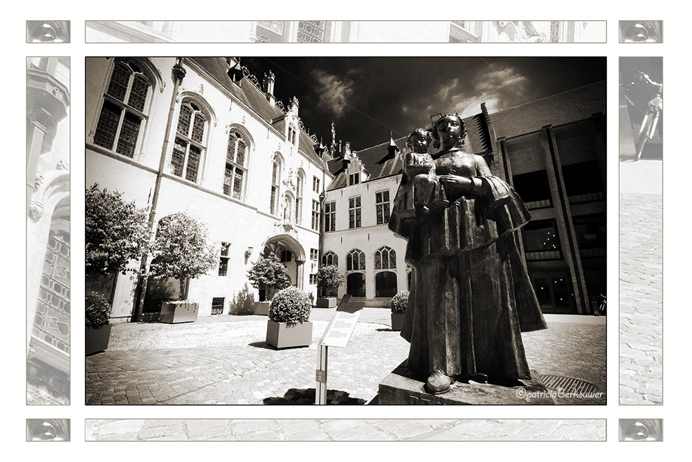 2011-08-01 080 Mechelen - Stadhuis (edit)