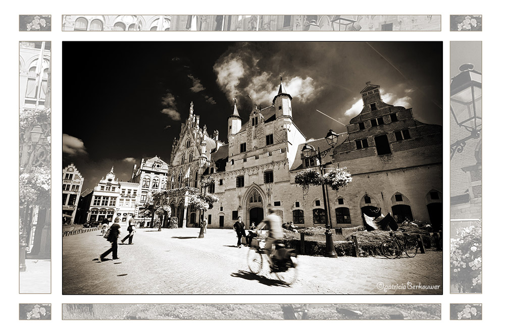 2011-08-01 079 Mechelen - Stadhuis (edit)